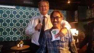 Burgemeester van der Laan ontvangt actiekaarten Amstelglorie van eRik