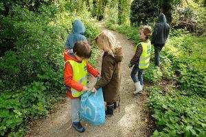 Kinderen aan het wildplukken op Amstelglorie